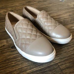 ✨Steve Madden Zaander tan slip on sneakers